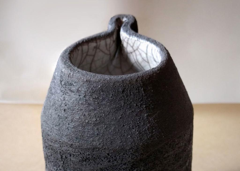 interno del bricco raku portafiori - DGsign pottery