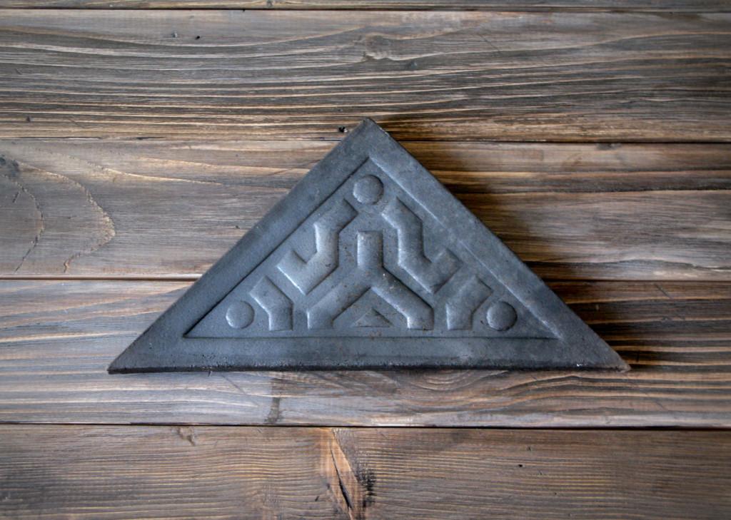 img_pottery-piastrella-triangolo-nera