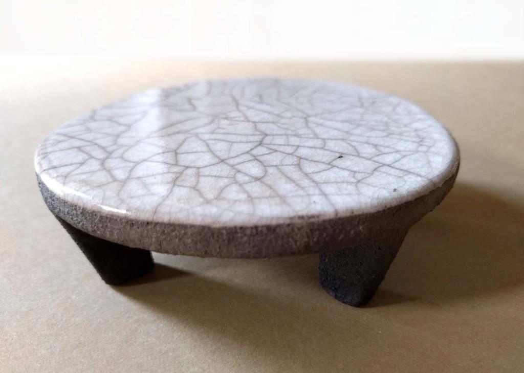 piattino ceramica raku con piedini di rialzo - DGsign pottery